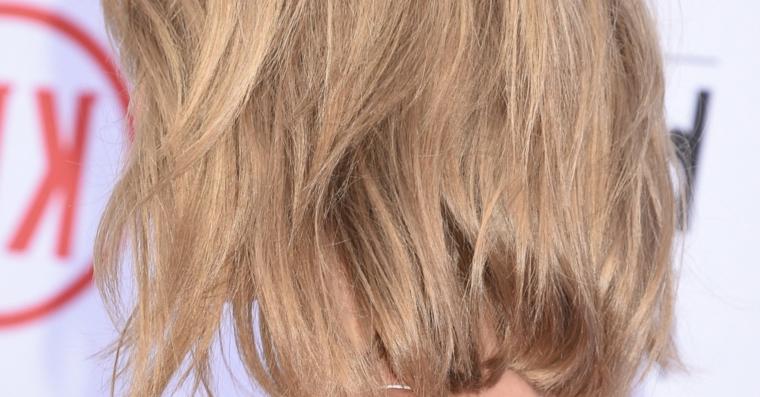 Cambiare colore capelli, biondo natural con riflessi sul castano chiaro, media lunghezza effetto naturale