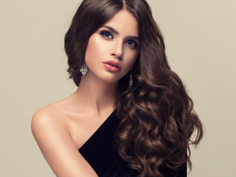 taglio capelli scalato, un'idea perfetta per i capelli lunghi e corposi