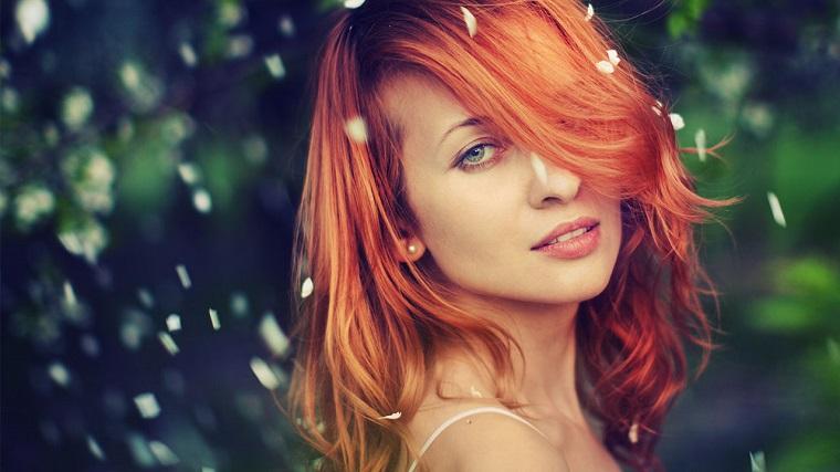 Tagli di capelli con riflessi rossi