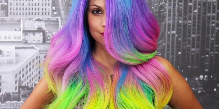 Cambiare colore capelli, idea una proposta artistica con le tonalità dell'arcobaleno