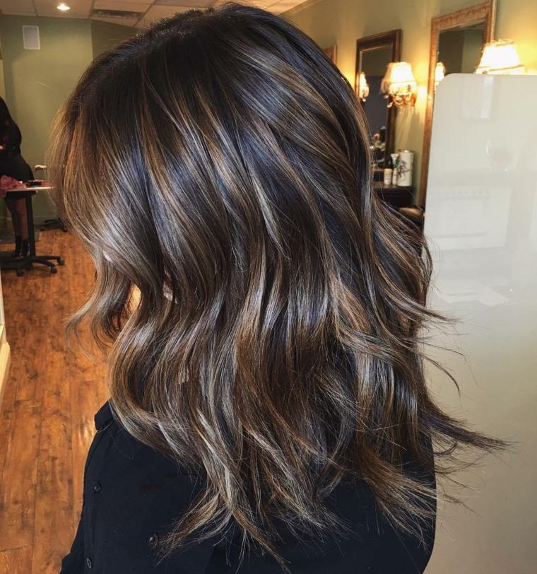 Tinte naturali per capelli, idea colorazione taglio lungo color castano con sfumature caramello