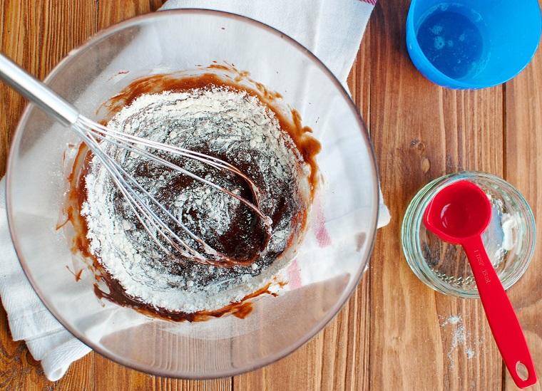 Ricette San Valentino. composto per la preparazione del tortino con cuore fondente