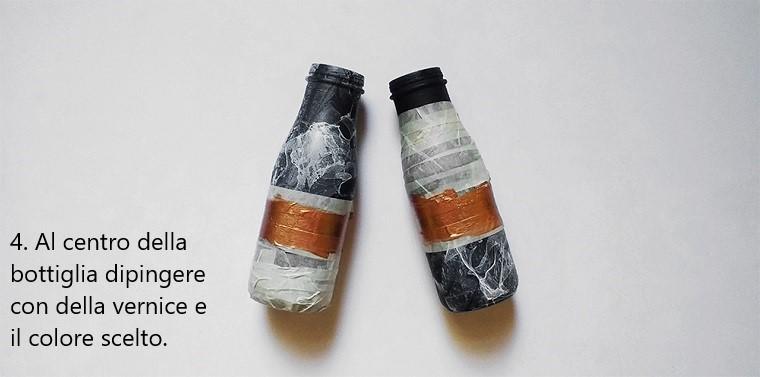 Decorare le bottiglie di vetro con una striscia di colore oro al centro