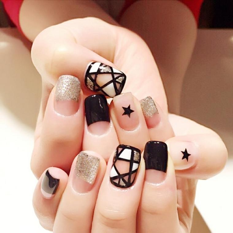 Idee per la decorazione delle unghie, abbinamento di uno smalto nero con forme geometriche