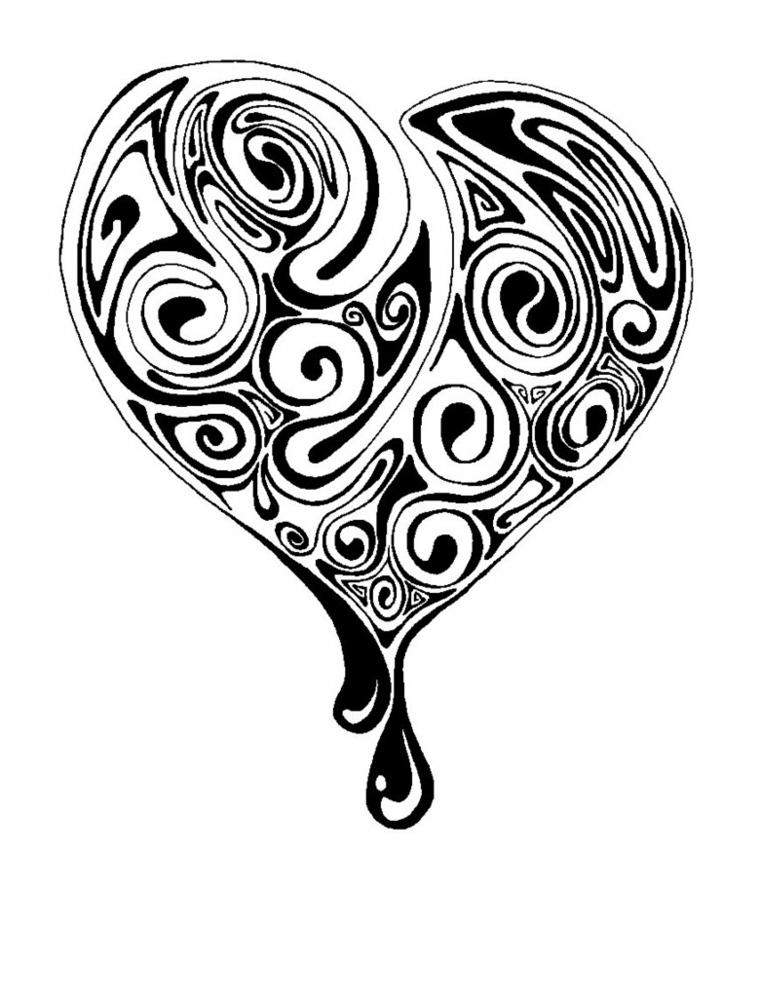 un'idea per realizzare un tatuaggio cuoricino con all'interno delle decorazioni