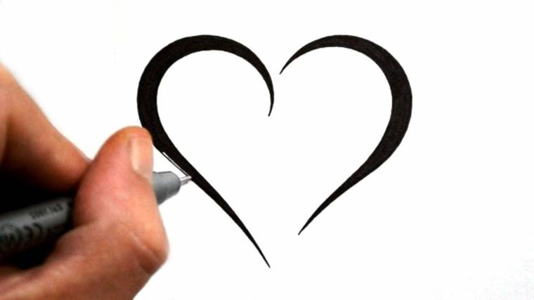 una proposta di tatuaggio a cuore dai contorni spessi e stilizzati