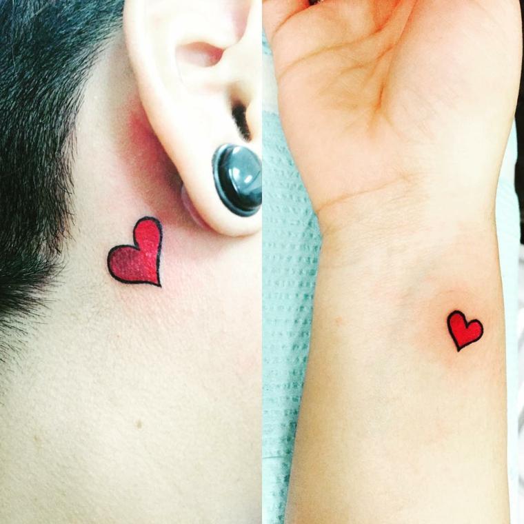 idee per tatuaggio cuore di piccole dimensioni colorato di rosso, una dietro l'orecchio, l'altra sul polso