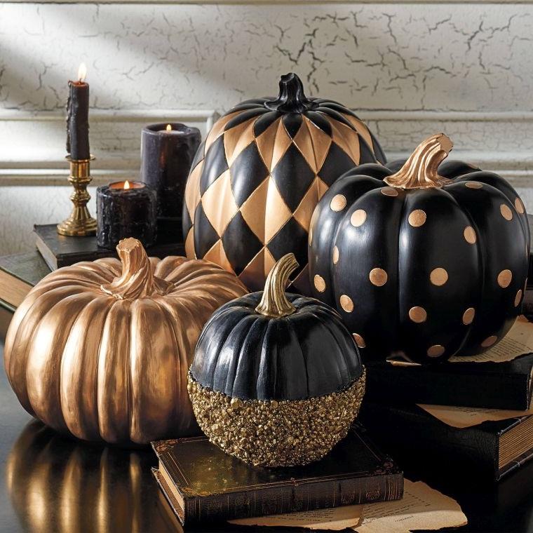 Arte del riciclo e un'idea per la decorazione delle zucche di Halloween con motivi geometrici