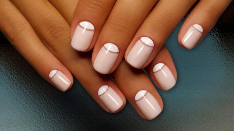 Unghie a mandorla con french inversa di colore rosa e bianco