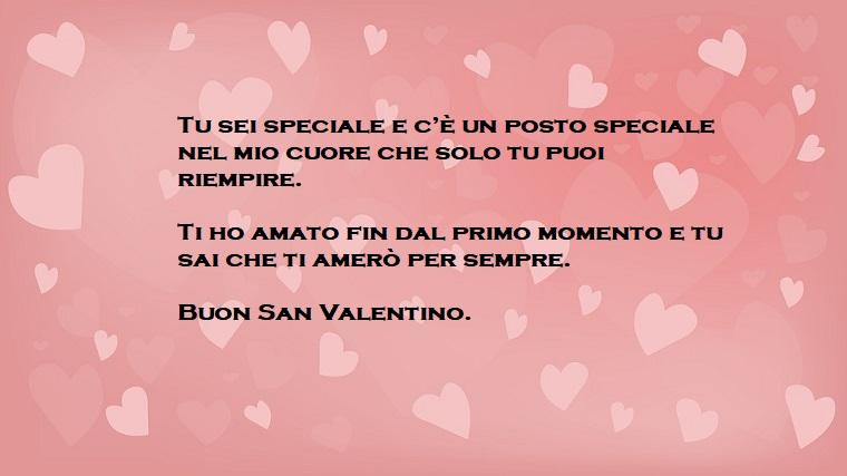 Idea frasi per San Valentino da dedicare alla persona amata, immagine con uno sfondo rosa e tanti piccoli cuori