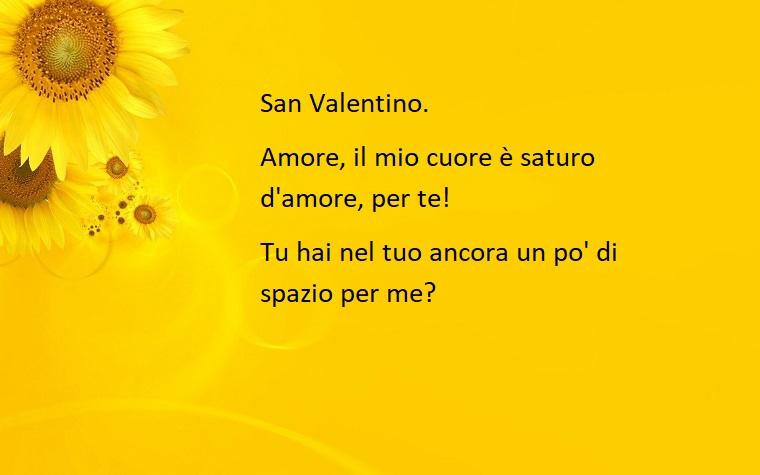 Una frase per la festa degli innamorati con sfondo giallo e immagine di girasoli