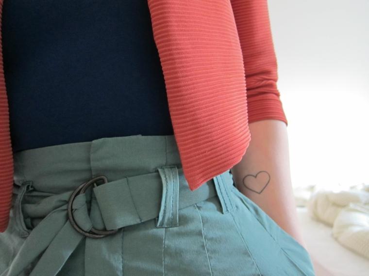 proposta graziosa e molto femminile per realizzare un cuore tattoo