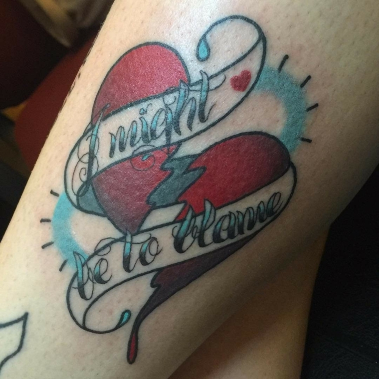 una proposta per realizzare un tatuaggio in stile tradizionale con un cuore spezzato e una scritta