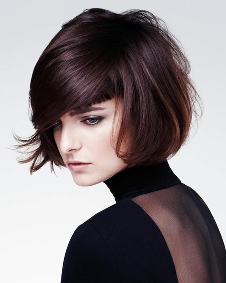 acconciare capelli corti, una proposta di long bob con ciuffo folto a lato