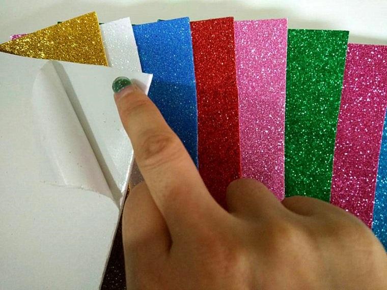 Idee riciclo della carta gomma eva, diversi colori glitter di forma rettangolare