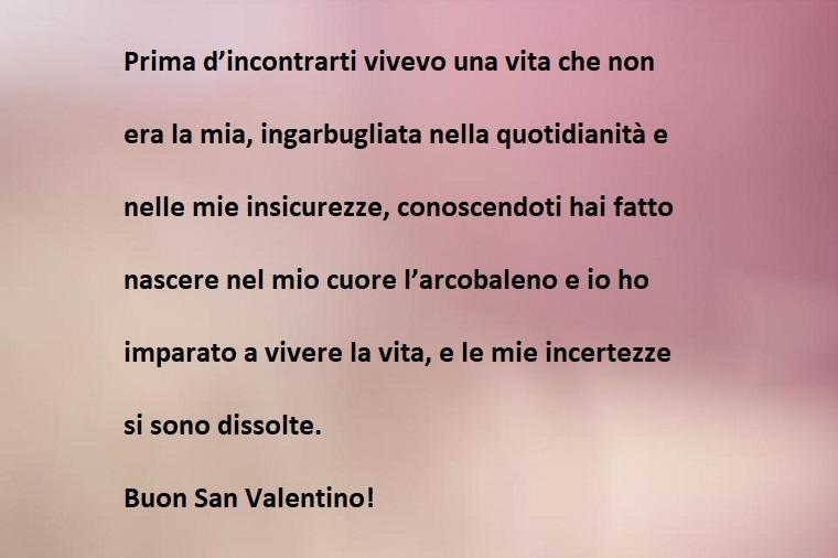 Frasi San Valentino da mandare a qualcuno, immagine con sfondo rosa chiaro e scuro