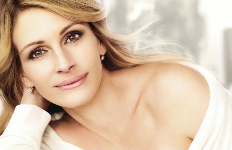 makeup occhi marroni, una splendida immagine dolce e romantica di julia roberts