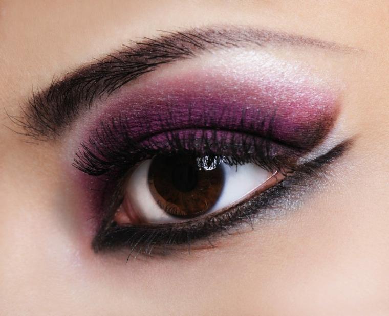 come valorizzare gli occhi marroni utilizzando l'ombretto viola e la matita nera