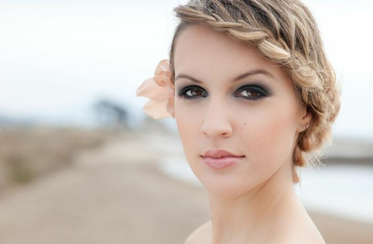 makeup occhi marroni sposa, proposta realizzata con dell'ombretto grigio opaco sfumato