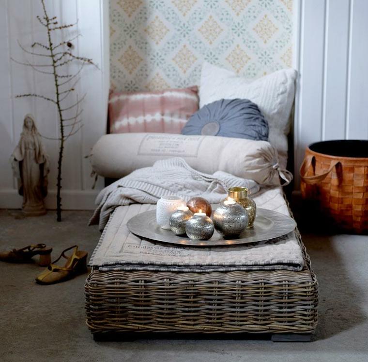 Zona relax arredata e decorata con elementi dal design moderno e shabby chic