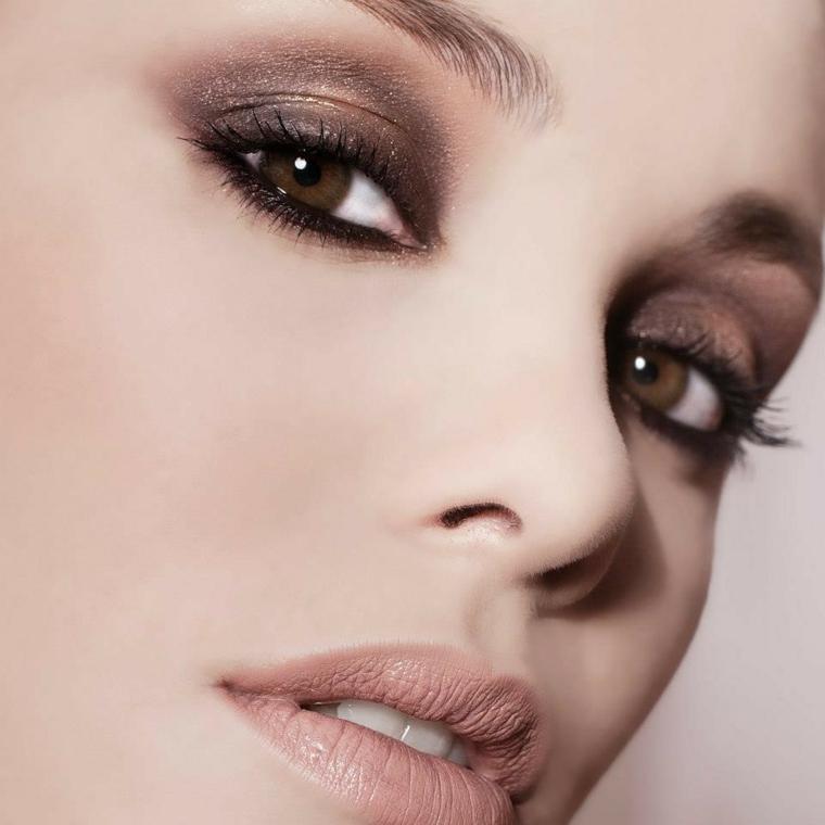trucco per occhi castani realizzato con degli ombretti perlati delle varie sfumature del marrone