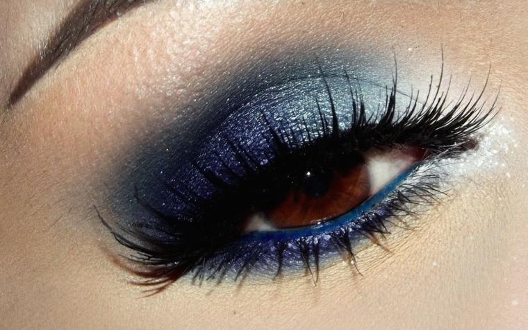 makeup occhi castani per la sera con dell'ombretto azzurro perlato