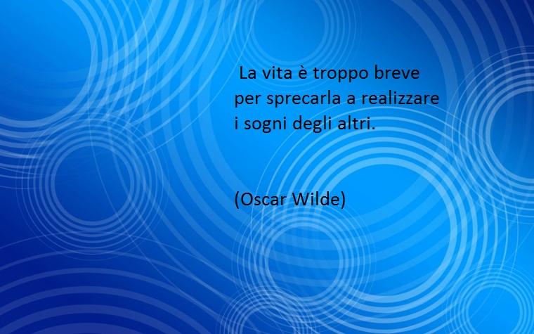 la vita è breve per perdersi dietro i sogni degli altri, così wilde in una delle sue citazioni bellissime