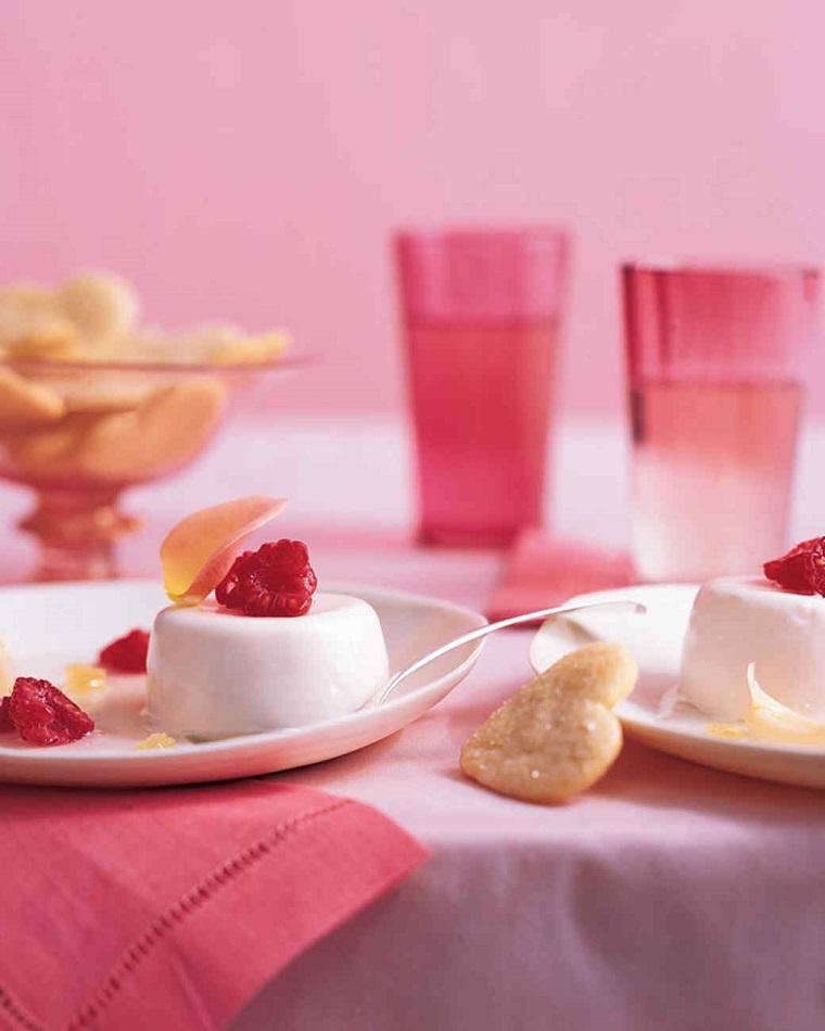 Dolci San Valentino facili e una panna cotta con lamponi e biscotti allo zucchero