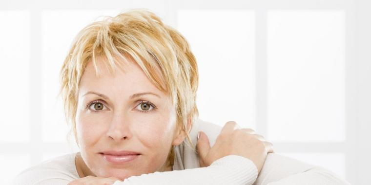 pettinature capelli corti, un'idea sbarazzina con lunghezze diverse ideale per ringiovanire il volto