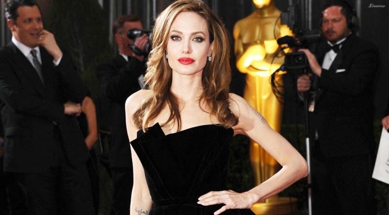 Donne bellissime e Angelina Jolie agli Oscar, vestita con un vestito lungo di colore nero