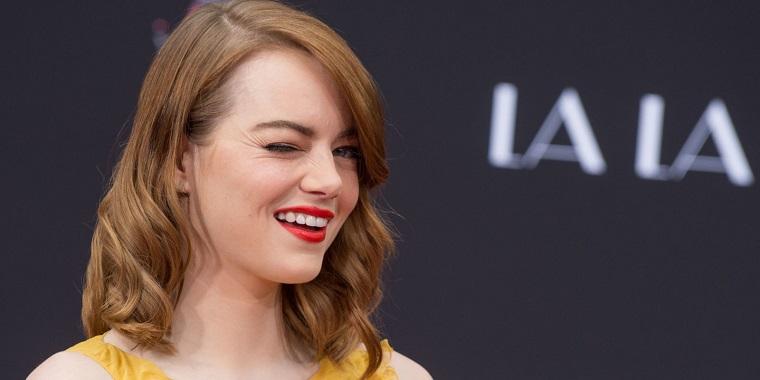 Il film La La Land con Emma Stone, attrice americana che fa l'occhiolino