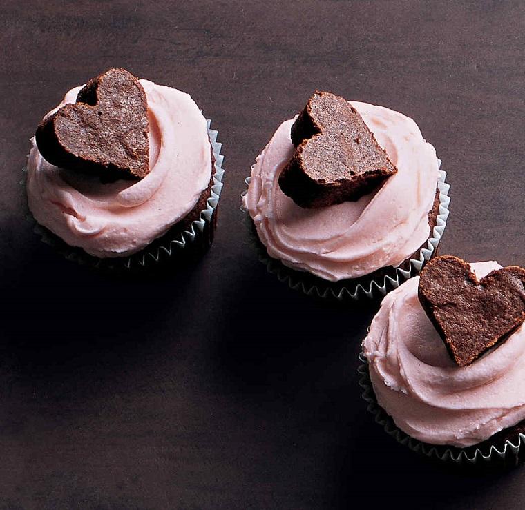 Idee per dolci San Valentino con muffins al cioccolato e cioccolatini brownie