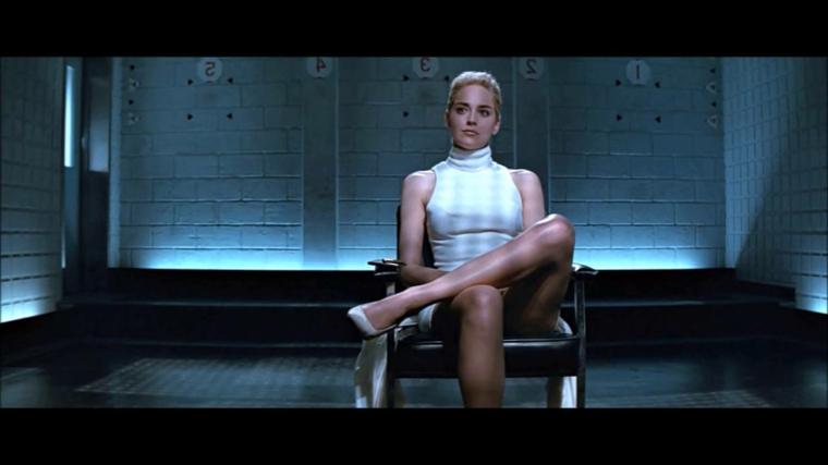 Foto mitica di Sharon Stone dal film Basic Instinct, attrici belle con capelli biondi