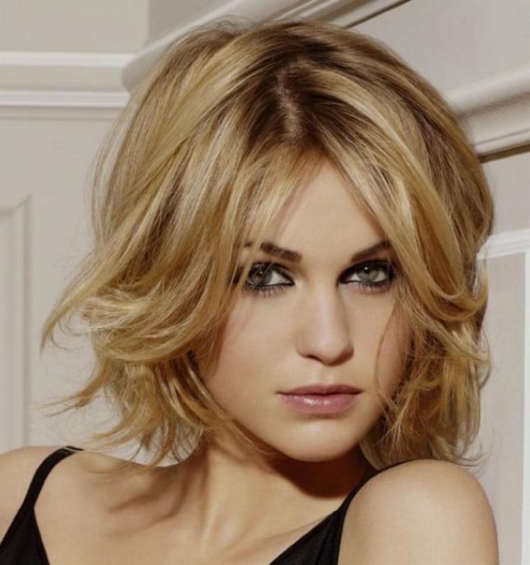 Tagli capelli lunghezza media biondi