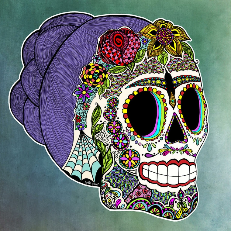 teschi messicani tattoo, proposta al femminile, con capelli viola raccolti, fiori e ragnatele