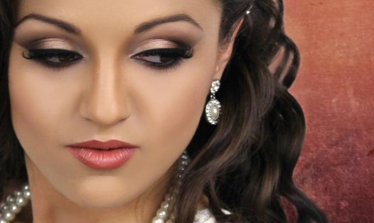 makeup occhi marroni ideale per una sposa con dell'ombretto avorio perlato sfumato con del grigio