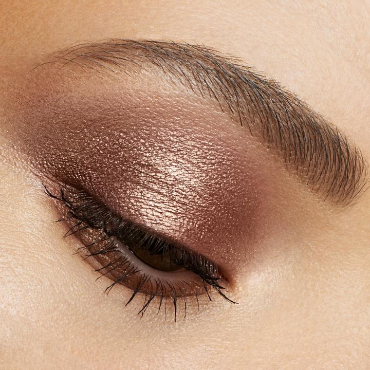 trucco occhi marrone. idea realizzata utilizzando ombretto in crema bronzo perlato