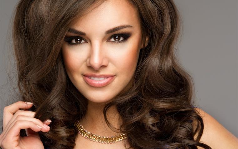 occhi marroni trucco, makeup adatto alle occasioni speciali con matita e ombretto marroni scuro
