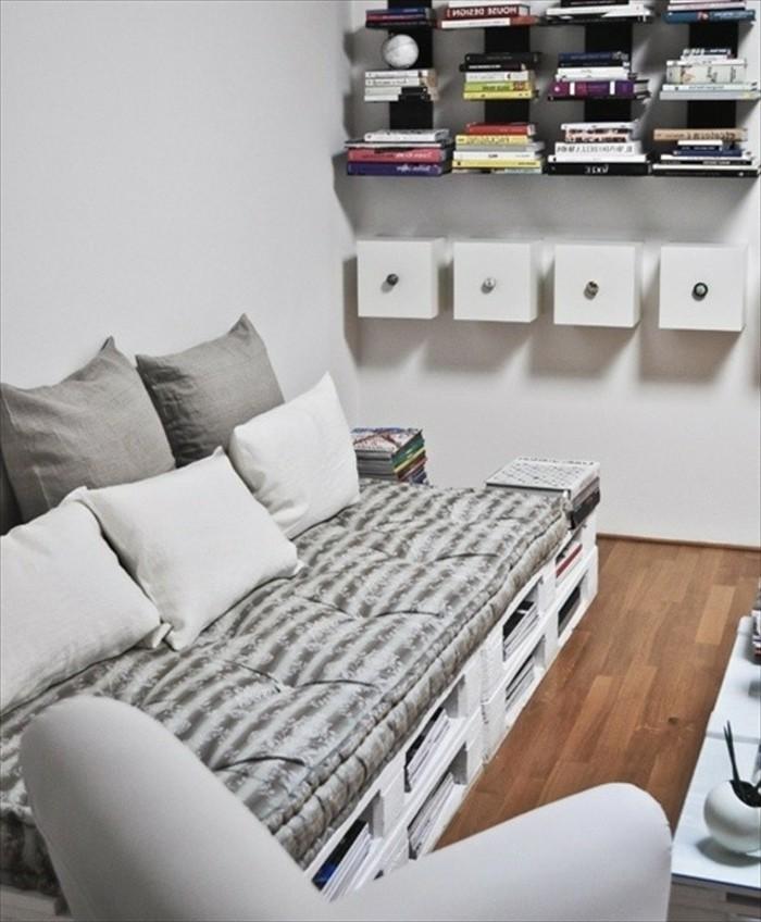 Idea mobili con bancali, soggiorno arredato con il fai da te, decorazione con mensole a vista