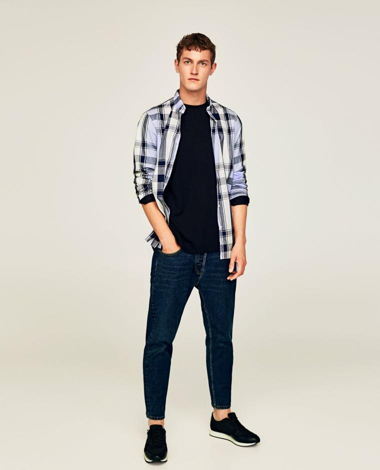 Idea outfit uomo, abbinare i blu jeans con t-shirt nera e camicia, scarpe da ginnastica
