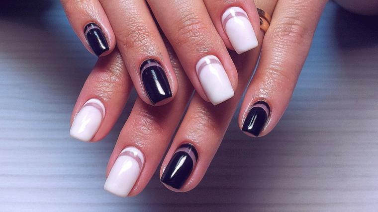 Unghie decorate e in abbinamento di due colori, smalto bianco e nero, forma manicure quadrata