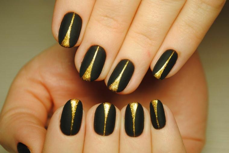 Idea per la decorazione di unghie nere opache, smalto colore oro con effetto glitter al centro