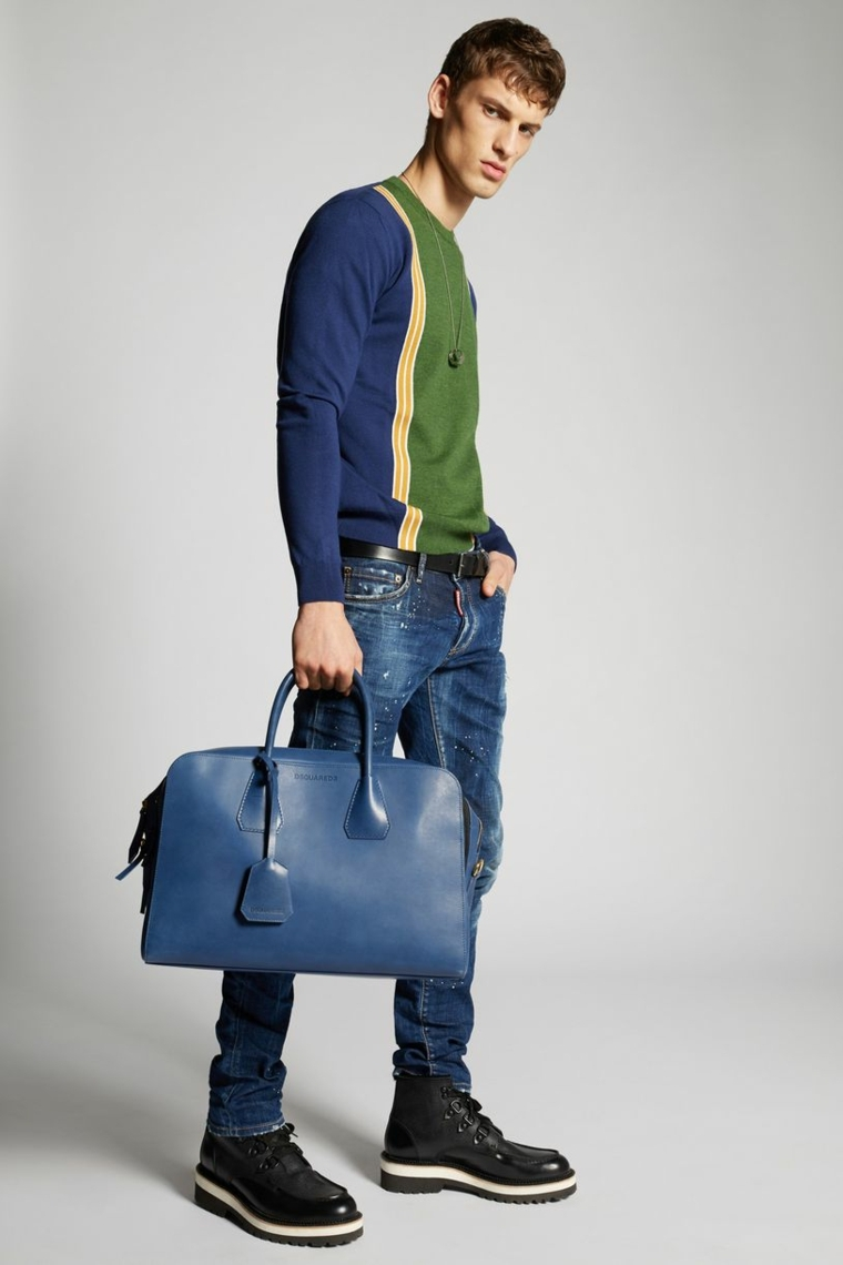 Blu jeans in abbinamento ad un maglione colorato, abbigliamento uomo casual