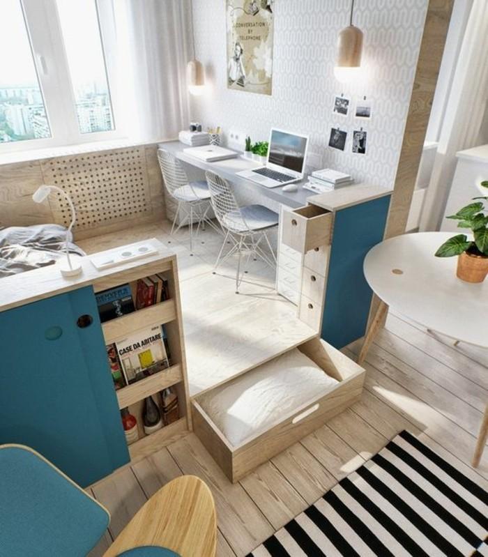 Mobili salotto moderni di colore blu, decorare con lampade a sospensione e tappeti