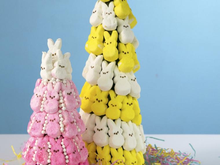 un'idea colorata e originale per creare una albero di pasqua con tanti coniglietti colorati