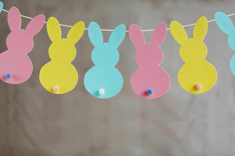 Ghirlanda di coniglietti attaccati ad un filo, decorazioni pasquali da appendere
