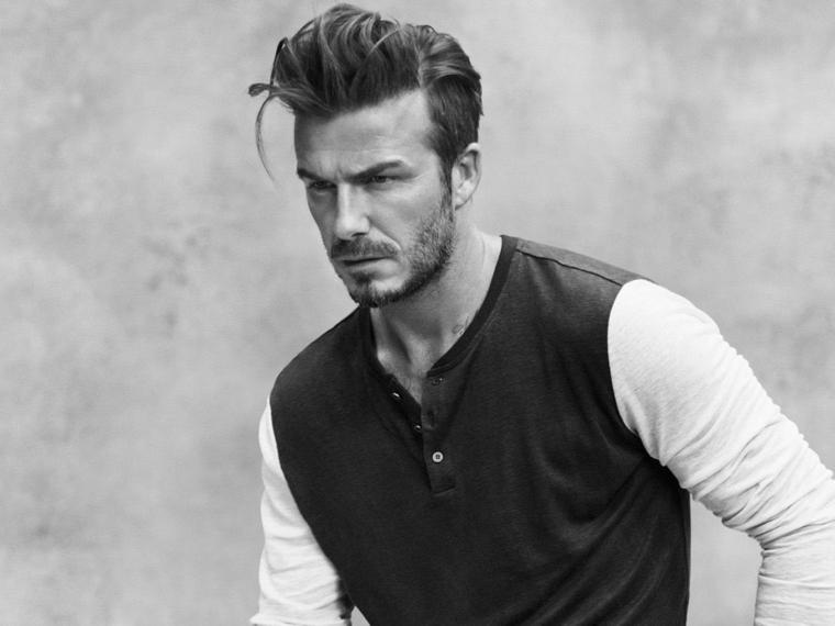 un'icona di stile, david beckam, detta il look 2018, barba incolta e pullover scuro