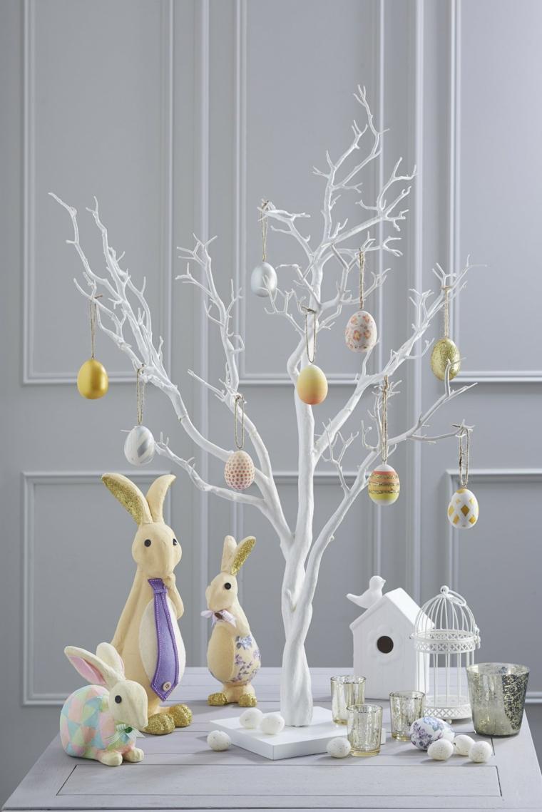 idea per realizzare degli addobbi di pasqua fai da te con albero, uova, conigli e ganbbiette