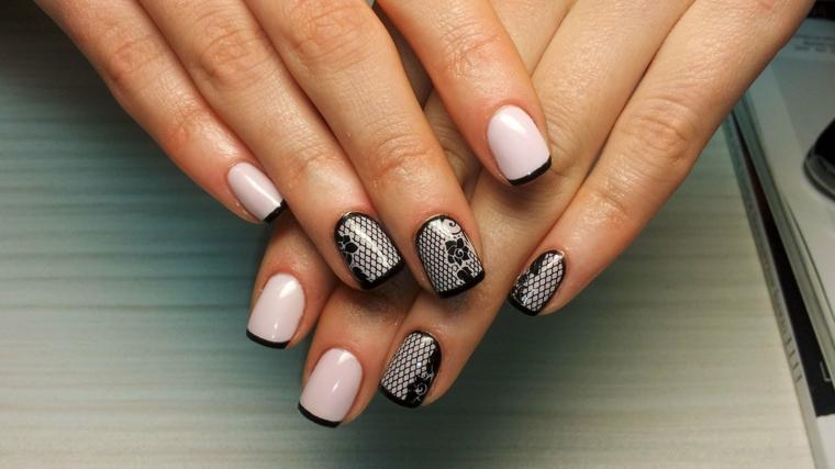 Decorazioni unghie gel effetto pizzo colore nero, base rosa con french manicure