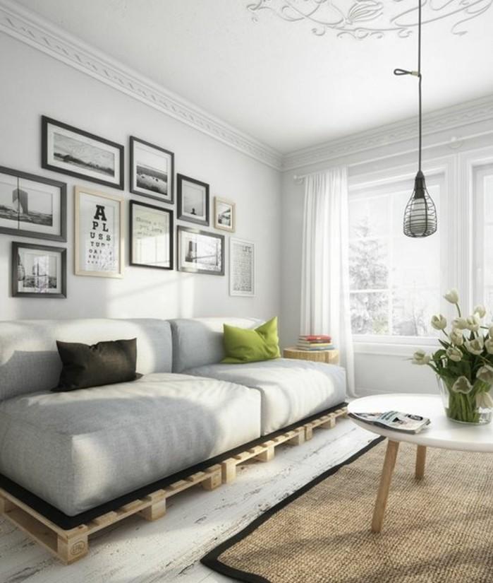 Arredamento con bancali, soggiorno con un divano in pallet e cuscini molto grandi
